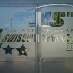 Tür Beschriftung von Swisswrapstyle